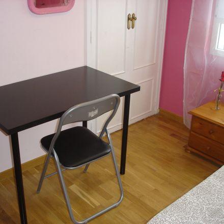 Rent this 5 bed room on Calle del Corregidor Alonso de Tobar in 15, 28030 Madrid