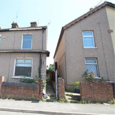 Rent this 3 bed house on Stone Baptist Church in Hillhouse Road, Dartford DA2 6HQ