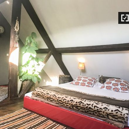 Rent this 6 bed apartment on Rue de Mérode - de Mérodestraat 76 in 1060 Saint-Gilles - Sint-Gillis, Belgium