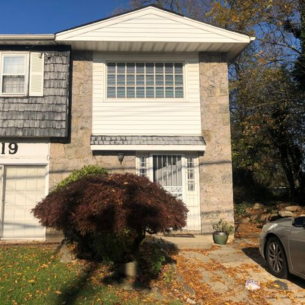 Rent this 5 bed duplex on Richmond Hill Rd in Staten Island, NY