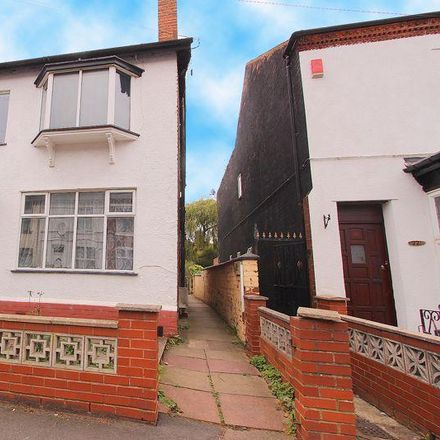 Rent this 3 bed house on Duke of York in Kinnerley Street, Walsall WS1 2LH