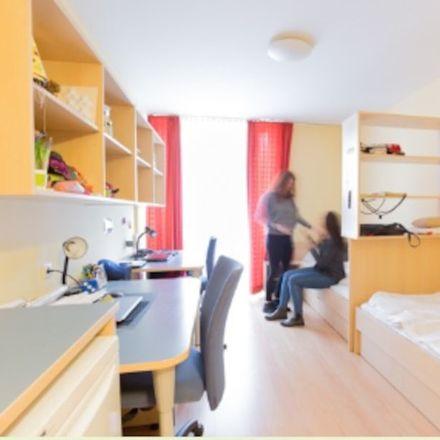Rent this 3 bed room on Mittelgasse in 1060 Wien, Österreich