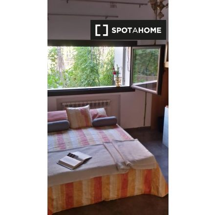 Rent this 6 bed room on Can Vasconcel in Avinguda d'Antoni Griera, 19