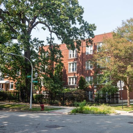 Rent this 2 bed condo on 2002 West Estes Avenue in Chicago, IL 60645