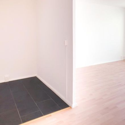 Rent this 4 bed apartment on Friesenweg in 08529 Plauen, Germany