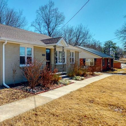 Rent this 3 bed house on 13390 Paris Street in Huntingdon, TN 38344