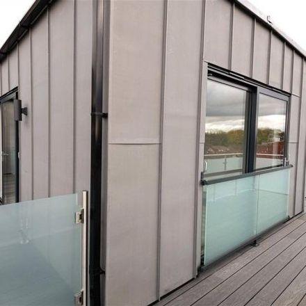 Rent this 2 bed apartment on Dollis Valley Green Walk in London N3 3EN, United Kingdom