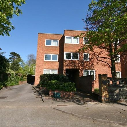 Rent this 1 bed apartment on Grantham House in Avenue Elmers, London KT6 4GS