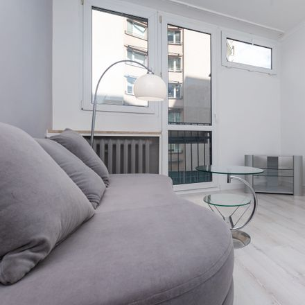 Rent this 4 bed room on Grzybowska 5 in 00-132 Warsaw, Poland
