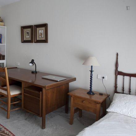Rent this 4 bed room on Avenida Rodrigo de Triana in 41927 Mairena del Aljarafe, Spain