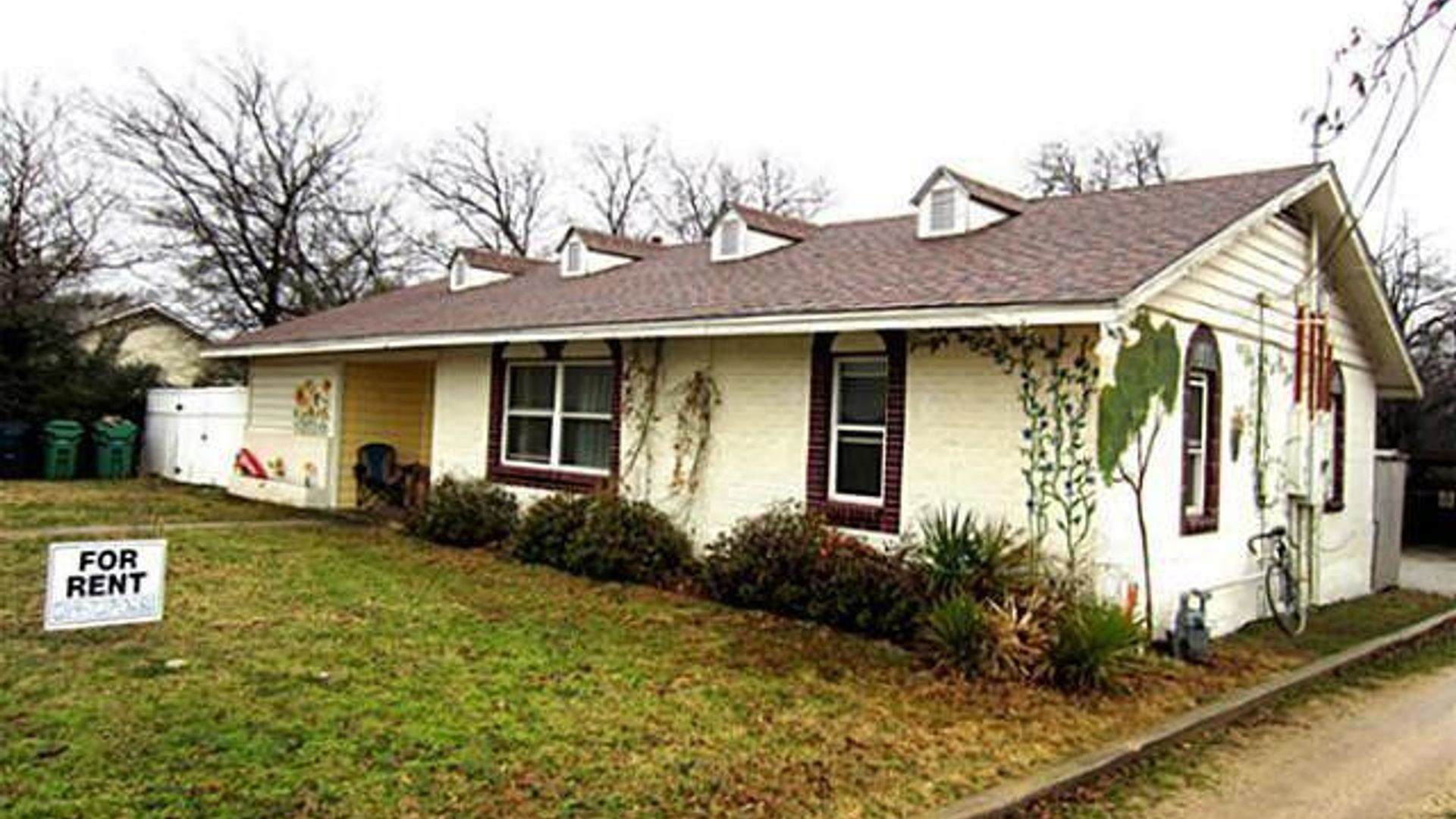 2 bed house at 1037 South Welch Street, Denton, TX 76201 ...