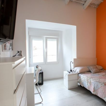 Rent this 5 bed apartment on Calle Félix Pizcueta in 46100 Burjassot, Spain