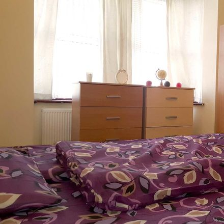Rent this 4 bed room on 123 Skeltons Lane in London E10, United Kingdom
