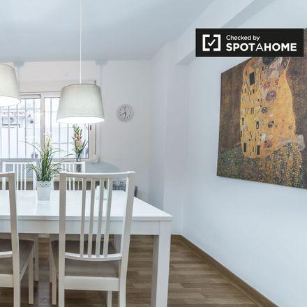 Rent this 3 bed apartment on Bazar barato (Chino) in Carrer de Felip de Gauna, 46011 Valencia