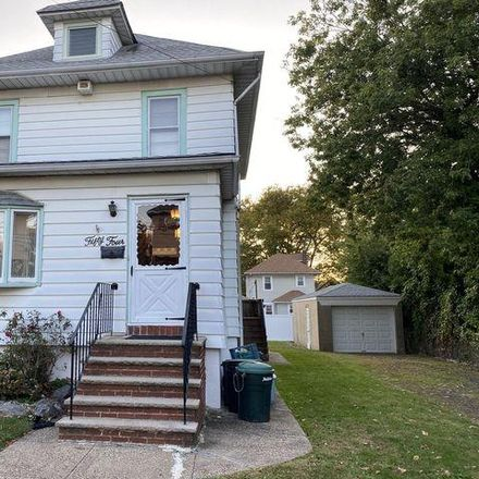 Rent this 3 bed house on 54 Mountainview Avenue in New York, NY 10314
