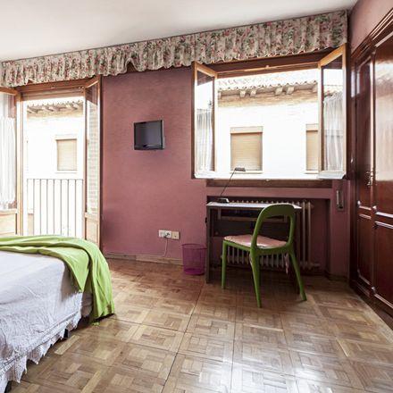 Rent this 6 bed room on Queen's Language School in Calle de los Escritorios, 3