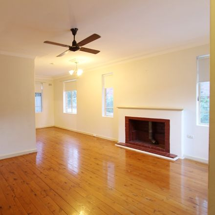 Rent this 3 bed house on 112 Quarry Road