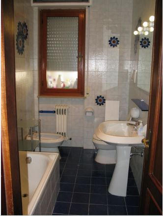 Rent this 1 bed room on Vía Canavari 5