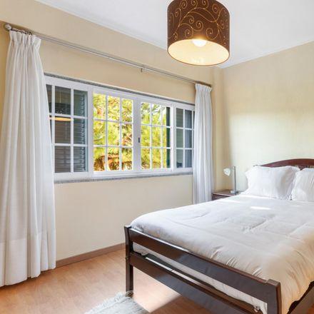Rent this 4 bed apartment on Rua da Capela in 2820-338 Almada, Portugal