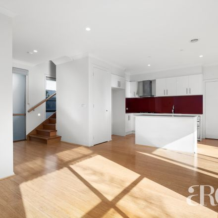 Rent this 3 bed townhouse on 2/9 Bevan Avenue