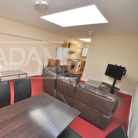 Rent this 4 bed apartment on Food Plus in Cardigan Road, Bournemouth