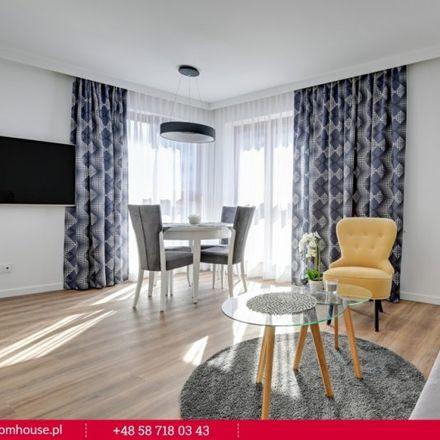Rent this 3 bed apartment on Spichlerze Dębowy Rożek i Śpiewak in Chmielna 37-38, 80-748 Gdansk