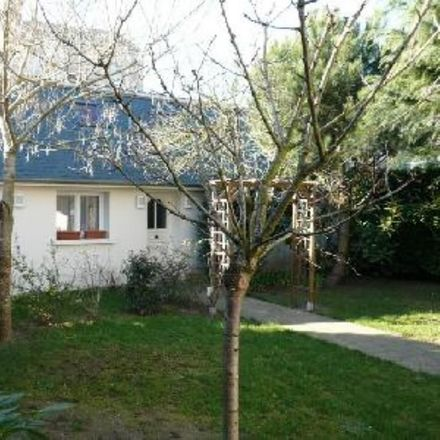 Rent this 2 bed room on Rue Couvrat Desvergnes in 37000 Tours, France