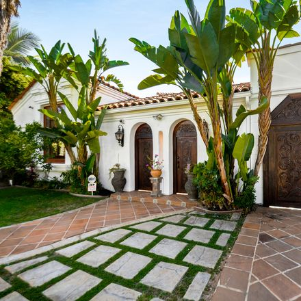Rent this 3 bed apartment on 217 South Carson Road in Beverly Hills, CA 90211