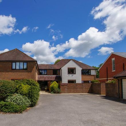 Rent this 3 bed apartment on Lavant Road in Chichester PO19 5RE, United Kingdom