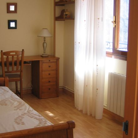 Rent this 3 bed room on Calle Cueto Valdenoja in 39012 Santander, Cantabria