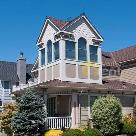 Rent this 3 bed apartment on 151 19th Street in Pacific Grove, CA 93950