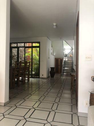 Rent this 1 bed house on Escola Waldorf Berta e Emil Molt in Rua Cláudio Rossi 342, Jardim da Glória