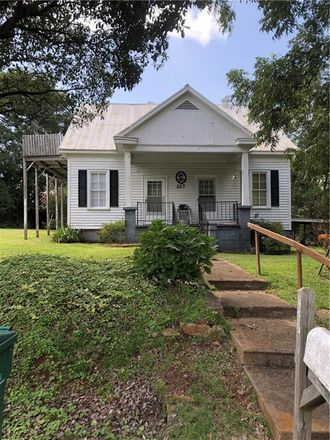 Rent this 2 bed house on Day Street in Dadeville, AL
