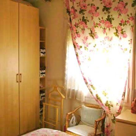 Rent this 3 bed room on Motocard Valencia 511 in Passatge de Vilaret, 8025 Barcelona