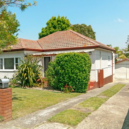 Rent this 3 bed house on 52 Stella Street