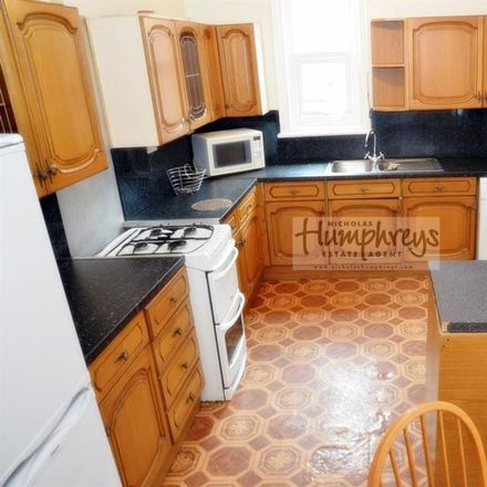 Rent this 5 bed house on Sidney Grove in Newcastle upon Tyne NE4 5PA, United Kingdom