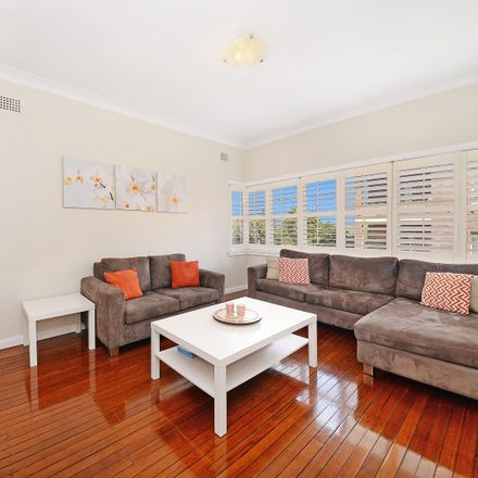 Rent this 2 bed apartment on 11/98 Wallis Street