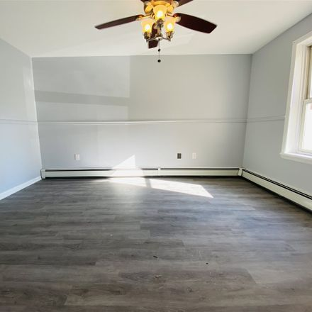 Rent this 3 bed apartment on 428 8th Street in Union City, NJ 07087