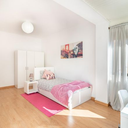 Rent this 5 bed room on Rua José Régio in 2775-506 Carcavelos e Parede, Portugal