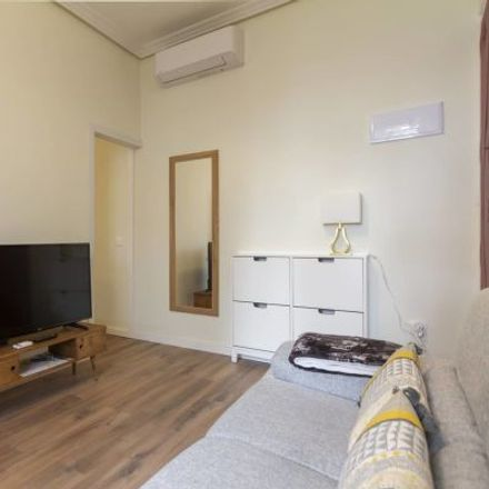Rent this 2 bed apartment on Kapelmuur in Calle del Barco, 42