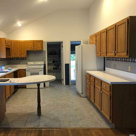 Rent this 3 bed house on 1765 Delmar Drive in Laurel, NY 11948