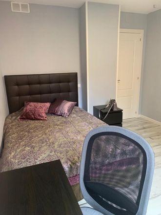 Rent this 5 bed room on Avenida de Hellín in 19, 28001 Madrid