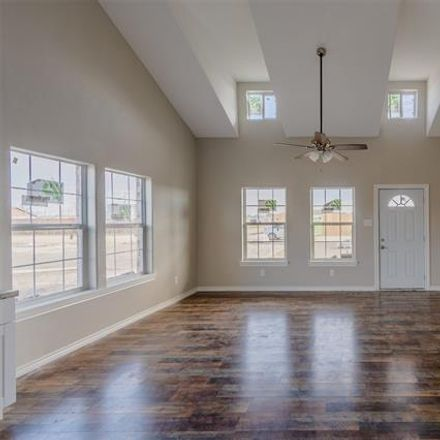 Rent this 3 bed house on Moore Rd in Paradise, TX