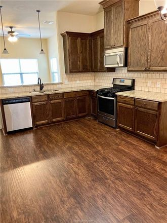 Rent this 3 bed house on 934 West 28th Street in Bryan, TX 77803
