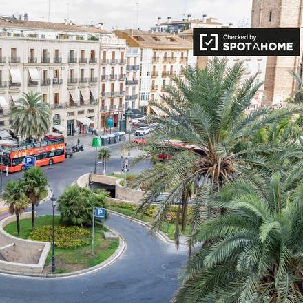 Rent this 7 bed apartment on Plaça de la Reina in 46001 Valencia, Spain
