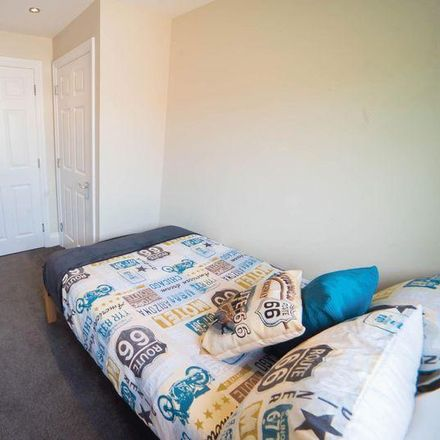 Rent this 4 bed apartment on Somers Town Grocery in Somers Road, Portsmouth PO5 4QD