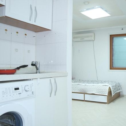 Rent this 1 bed apartment on 148-21 Jegi-dong in Dongdaemun-gu, Seoul