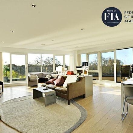 Rent this 3 bed apartment on Regatta Point in 38 Kew Bridge Road, London TW8 0EB