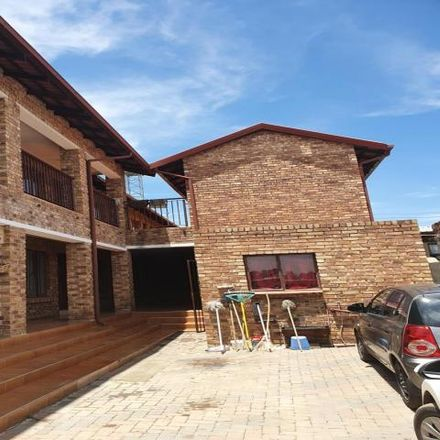 Rent this 24 bed apartment on South Street in Johannesburg Ward 110, Midrand