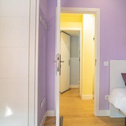 Rent this 3 bed apartment on Farmacia - Calle Garci-nuño 31 in Calle de Garci-Nuño, 31